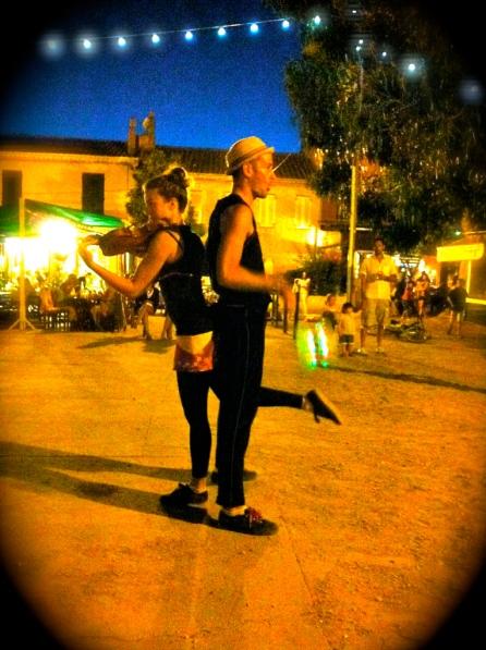 chorégraphie en duo pour un spectacle de rue à porquerolles
